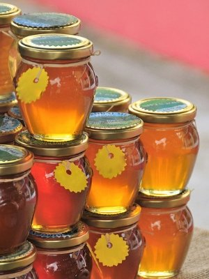 Choosing the perfect honey gift for your sweetie.