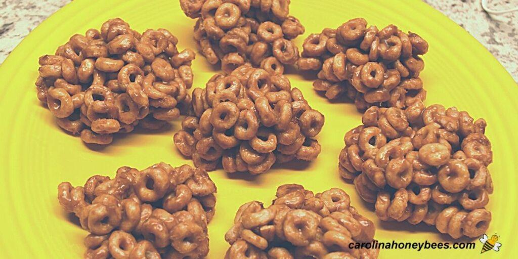 Plate of cheerios peanut butter honey snacks image.