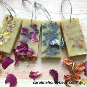 Diy herbal wax sachets made with flowers - set of 4 image.